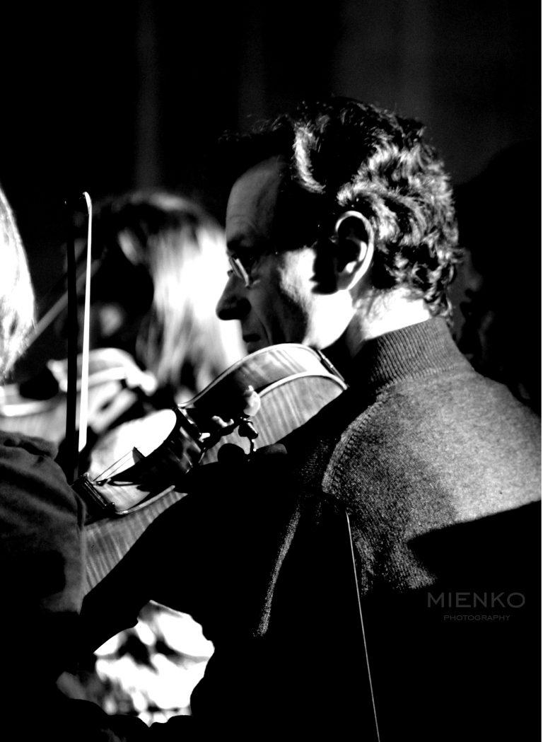 Czarno białe zdjęcia skrzypka