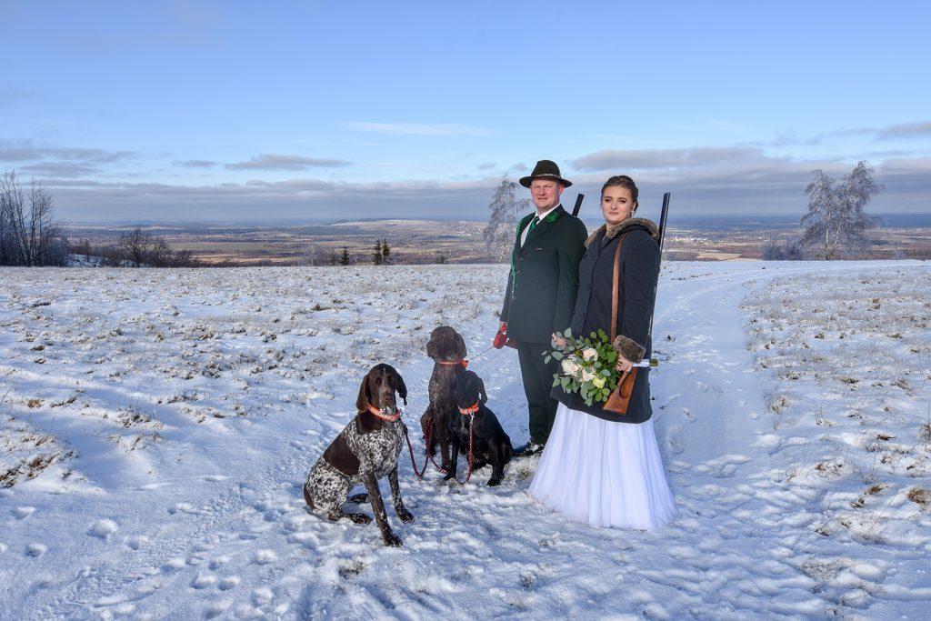 Zimowa ślubna sesja plenerowa